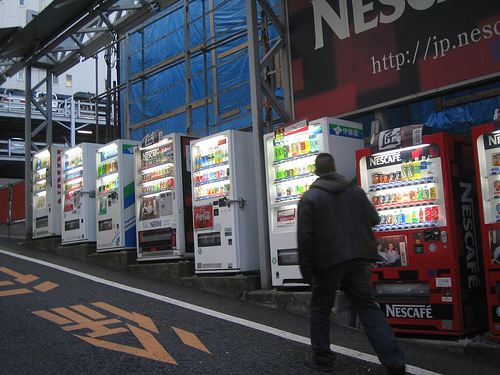 Death by Vending Machine: Mannen lever farlig